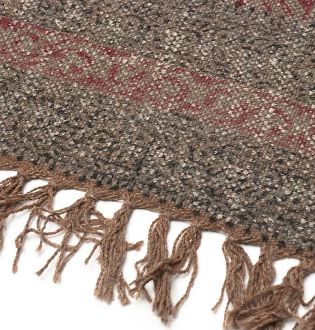 インドのラグ ジュート・ダリー - 伝統模様 【約180cm×約120cm】の写真5 - アップにしてみました。ひとつひとつ丁寧に織られています。