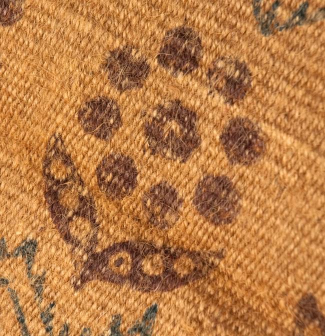 インドのラグ ジュート・ダリー - 伝統模様 【約180cm×約120cm】の写真6 - アップにしてみました。インド柄が印刷されています