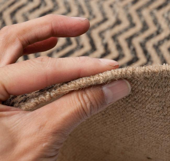 インドのラグ ジュート・ダリー 【約180cm×約120cm】の写真8 - 生地の厚みはこんな感じです