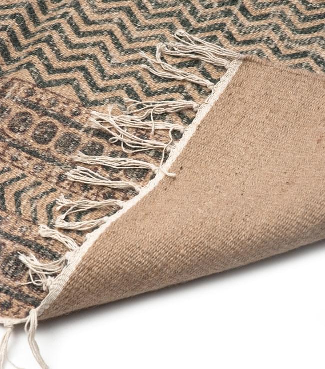 インドのラグ ジュート・ダリー 【約180cm×約120cm】の写真7 - 裏面です。フリンジはコットンが使用されています