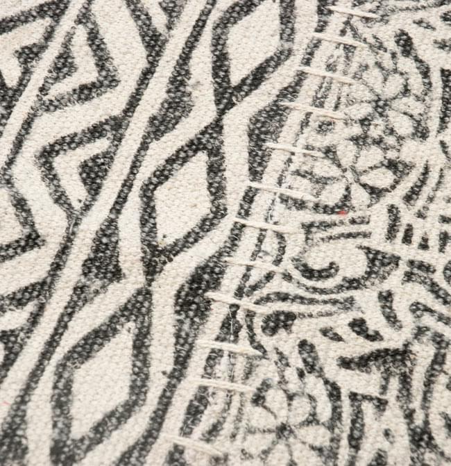パッチワーク・コットンラグ 【約180cm×約120cm】の写真5 - アップにしてみました。インド柄の印刷が素敵です