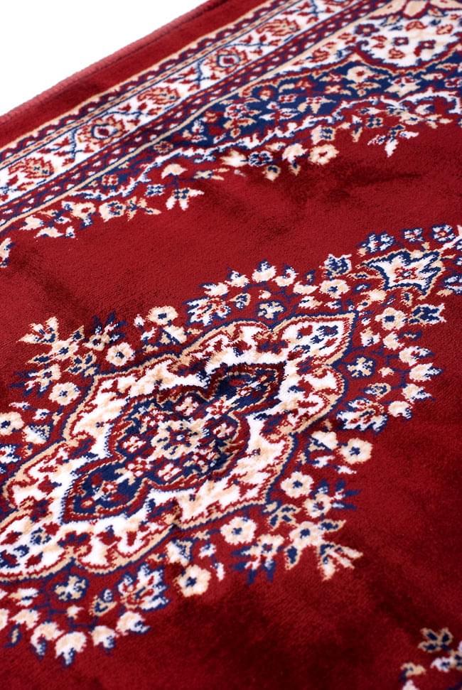 インドのエスニック絨毯 ロング【約110cm×約68cm】 赤の写真7 - 違う箇所を見てみました。