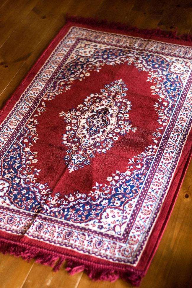 インドのエスニック絨毯 ロング【約110cm×約68cm】 赤の写真