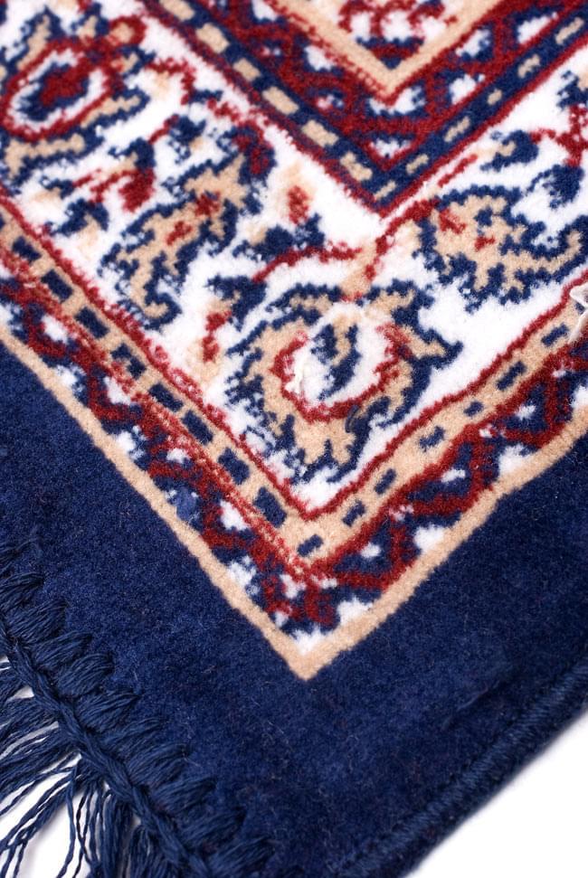 インドのエスニック絨毯 ロング【約110cm×約68cm】 紺の写真5 - 縁の部分はこんな感じです。