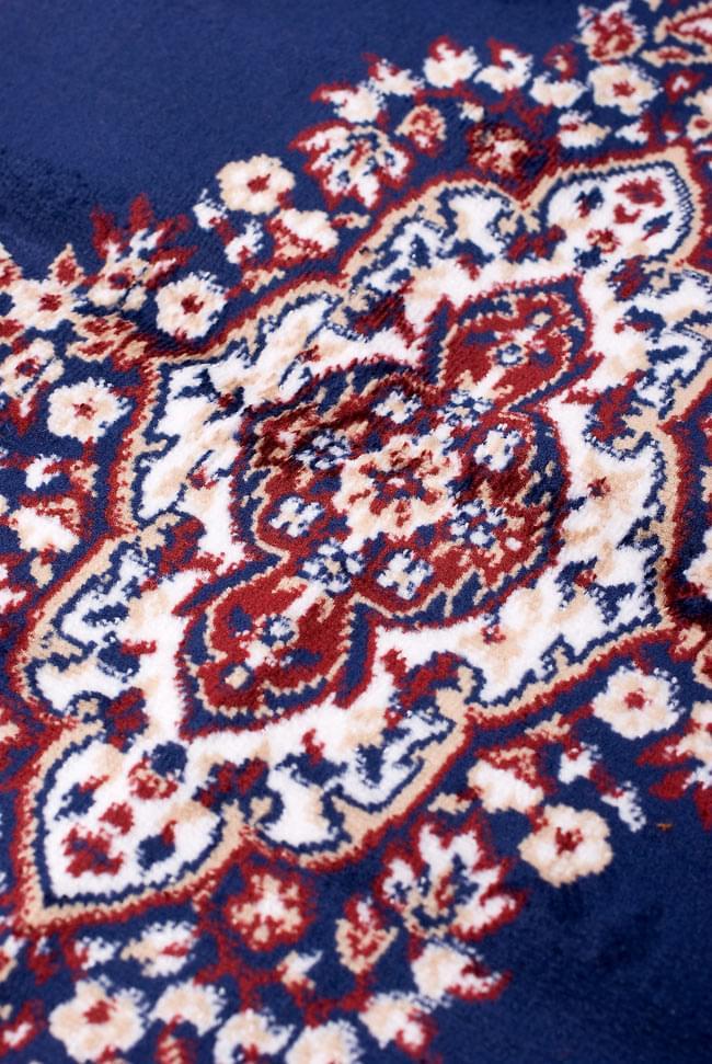 インドのエスニック絨毯 ロング【約110cm×約68cm】 紺の写真6 - 模様の部分を見てみました。