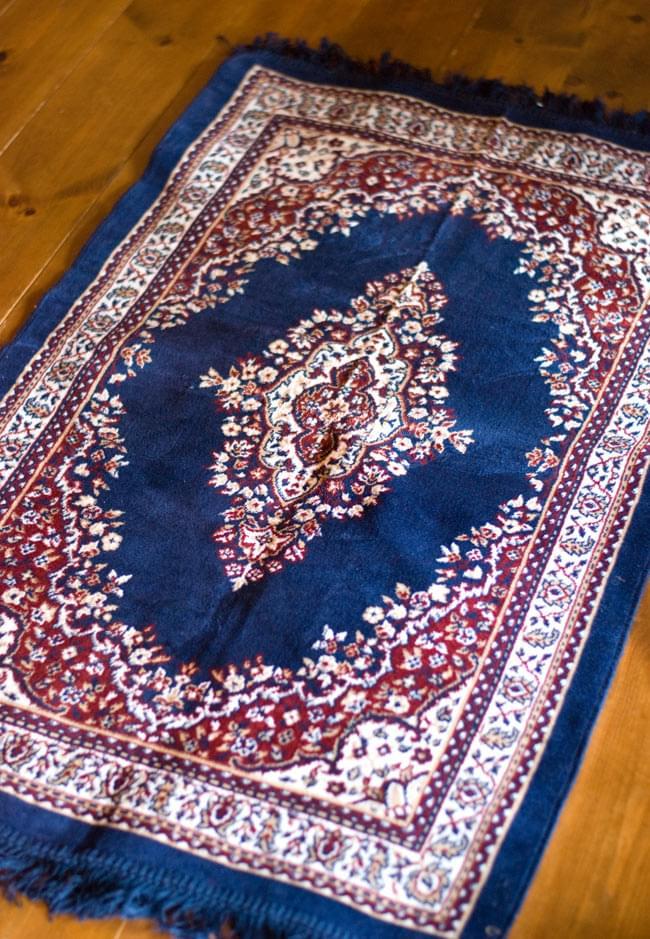 インドのエスニック絨毯 ロング【約110cm×約68cm】 紺の写真
