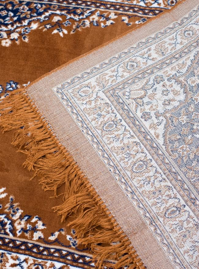 インドのエスニック絨毯 ロング【約110cm×約68cm】 黄土 9 - 折りたたんでみました。裏面はこんな感じです。