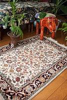 手織りのインド絨毯【約95cm x 約65cm】