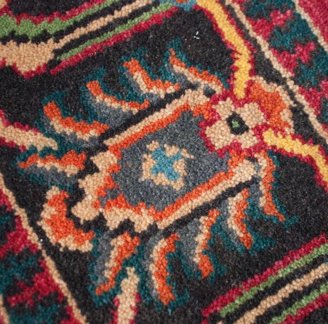 手織りのインド絨毯【約240cm x 約166cm】の写真10 - 別の部分のアップです