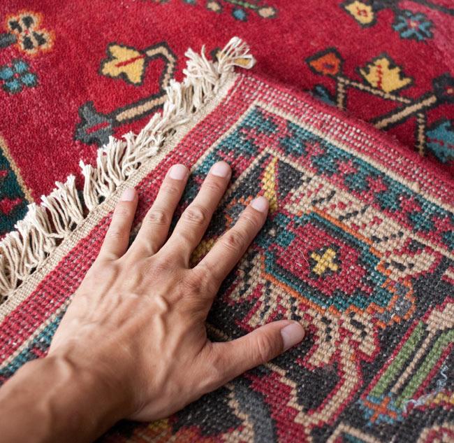 手織りのインド絨毯【約240cm x 約166cm】の写真12 - 裏面とフリンジの部分です