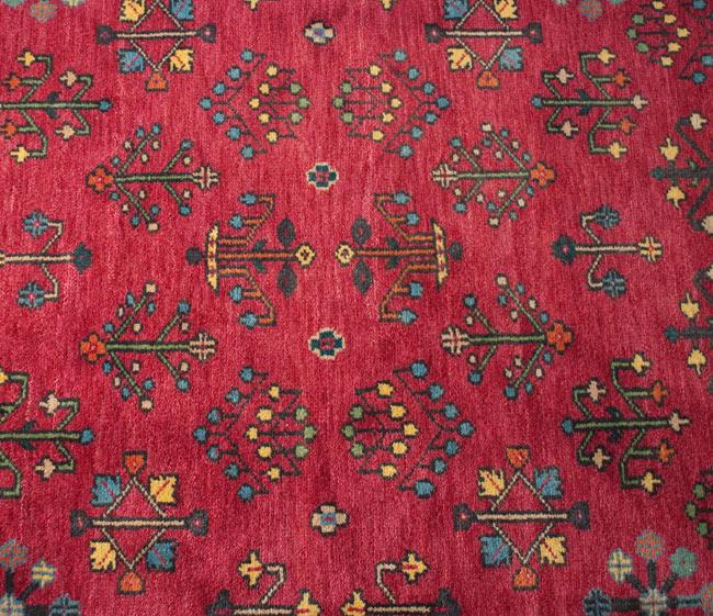 手織りのインド絨毯【約240cm x 約166cm】の写真4 - 真ん中の部分をちょっとアップにしました