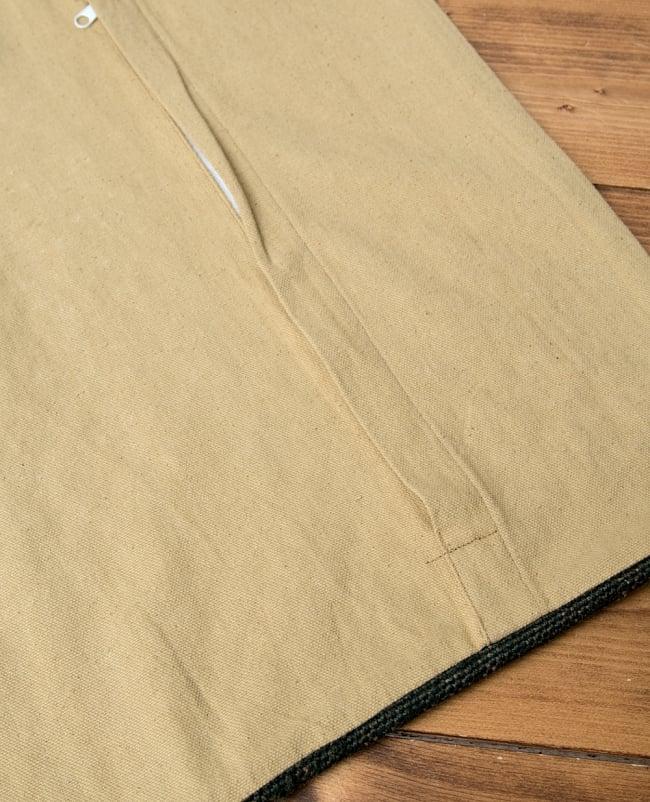 インドジュートのクッションカバー 【約45cm×約45cm】 5 - 裏側はこのような感じになっています。裏側の色も落ち着いています。