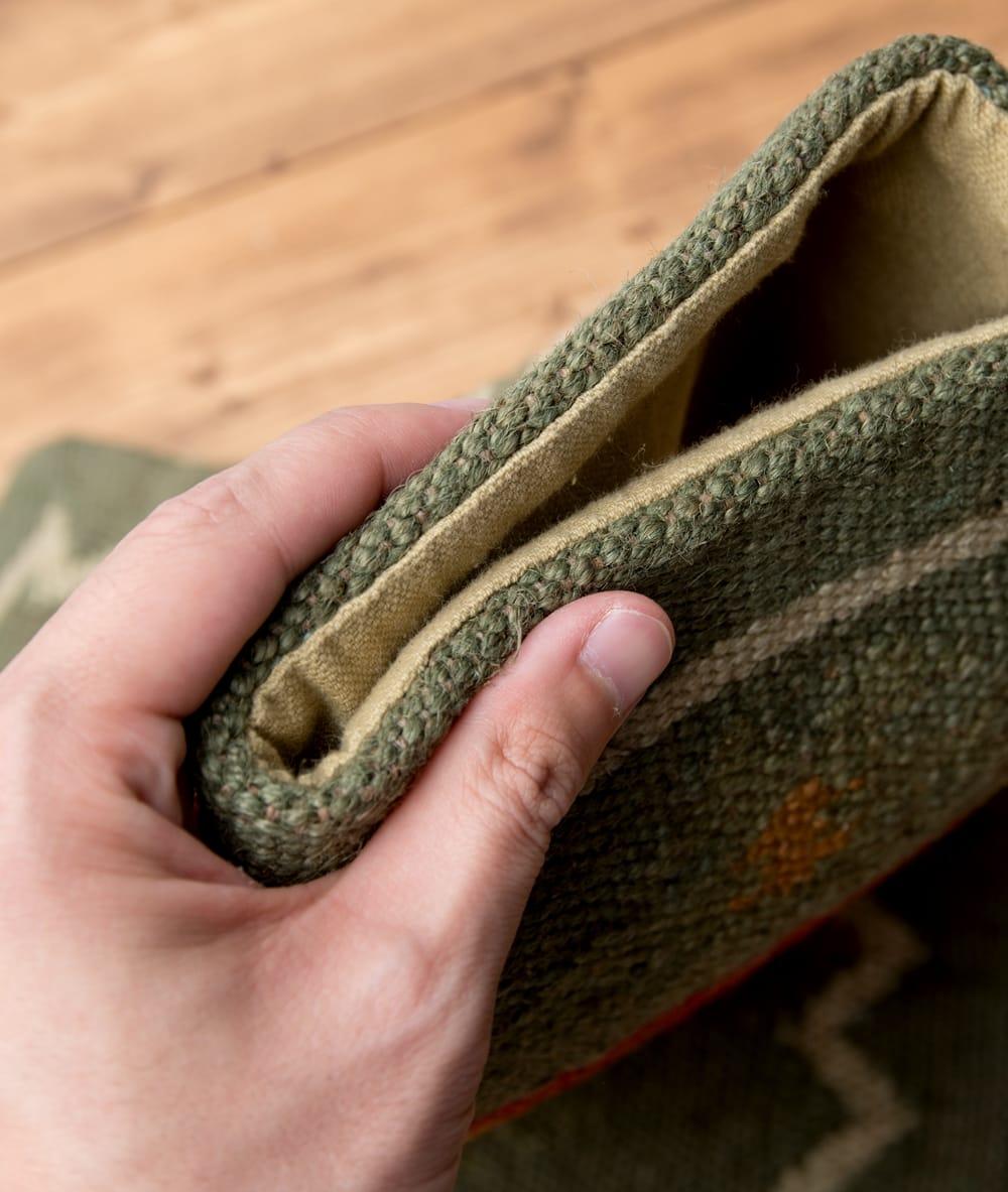 インドジュートのクッションカバー 【約45cm×約45cm】 7 - 生地の厚みはこんな感じです。