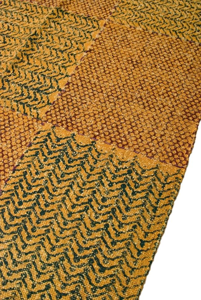 インドのラグ ジュート・ダリー 【約120cm x 200cm】 6 - アップにしてみました。ひとつひとつ丁寧に織られています。