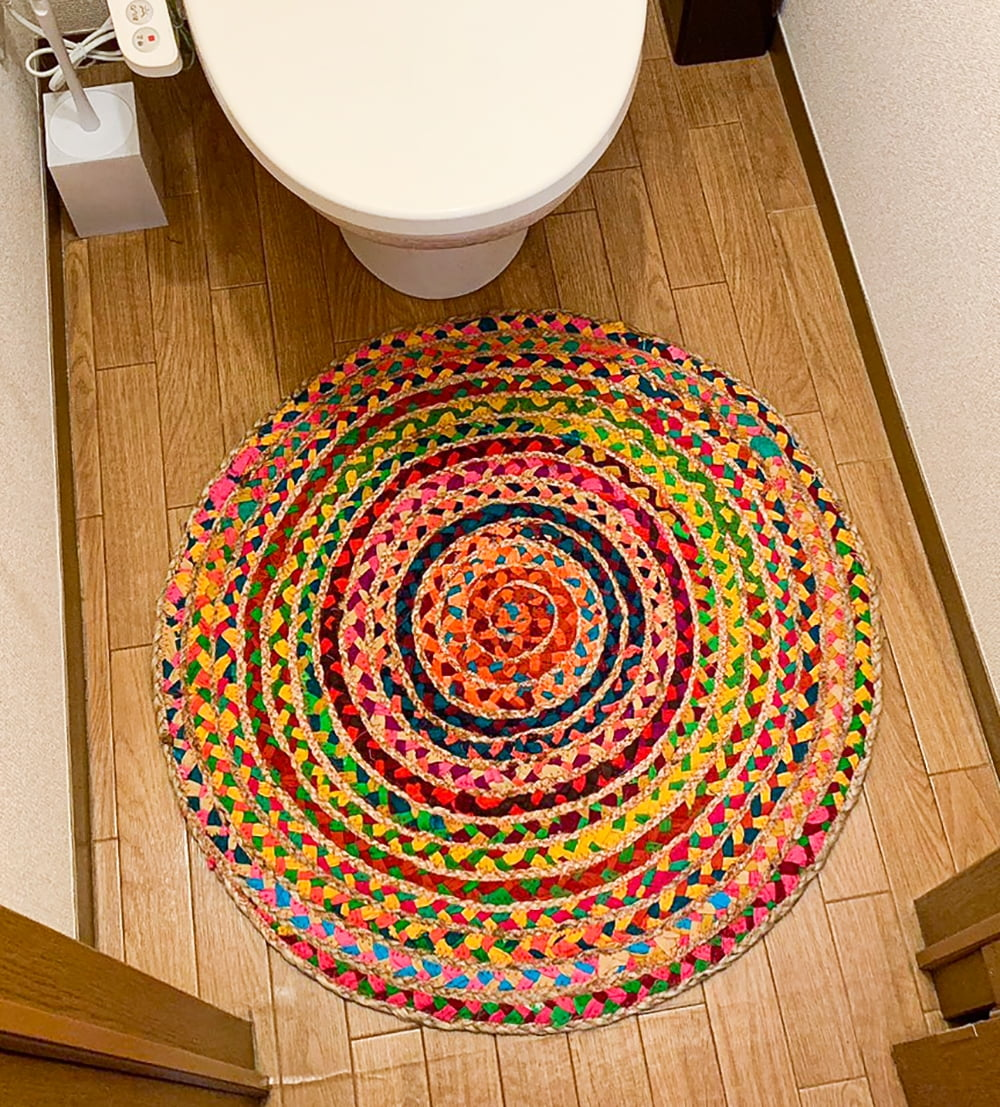 コットンとジュートのカラフル手編みラグ ラウンドタイプ【直径40cm】 11 - トイレマットとしても丁度いい大きさです!(写真は直径70cmの商品です)