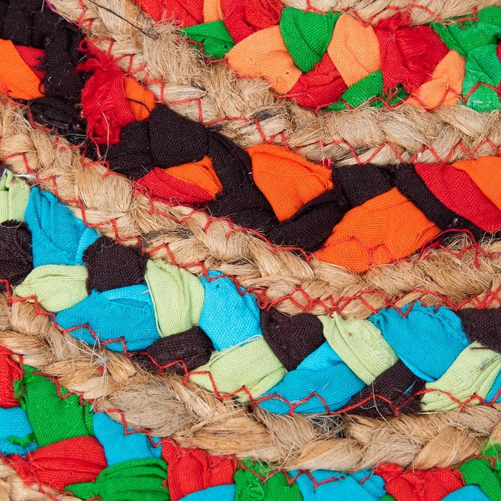 コットンとジュートのカラフル手編みラグ ラウンドタイプ【直径40cm】 3 - 拡大してみました。丁寧に編み込まれたコットンとジュートはかなり丈夫です。