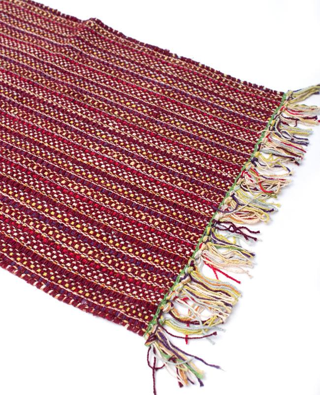 インドコットンの手織りラグマット【約65cm×約42cm】 - 茶色の写真2 - ラグのフリンジ部分を大きく撮影しました