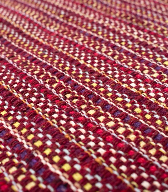 インドコットンの手織りラグマット【約65cm×約42cm】 - 茶色の写真4 - ラグの表面を撮影しました