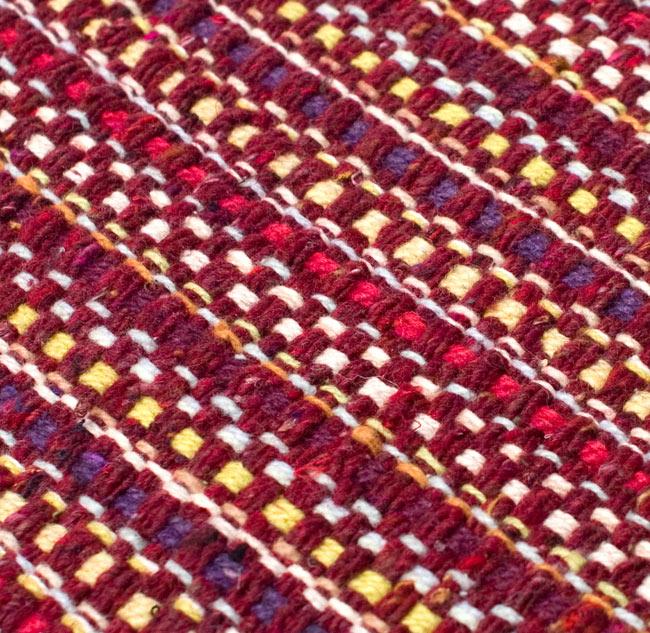 インドコットンの手織りラグマット【約65cm×約42cm】 - 茶色の写真5 - ラグの表面を別の角度から撮影しました