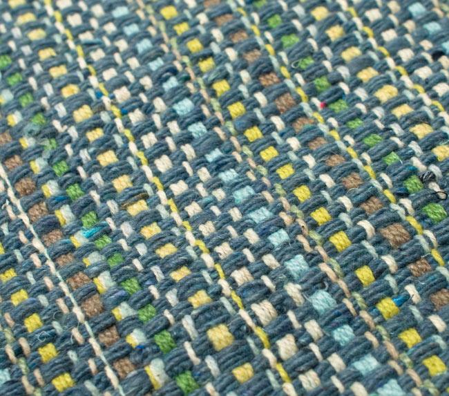 インドコットンの手織りラグマット【約65cm×約42cm】 - 灰色の写真5 - ラグの表面を別の角度から撮影しました
