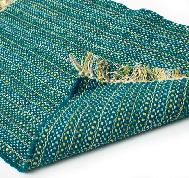 インドコットンの手織りラグマット【約65cm×約42cm】 - ターコイズグリーンの写真7 - 織って作っているラグですので、裏面は同じ柄になります