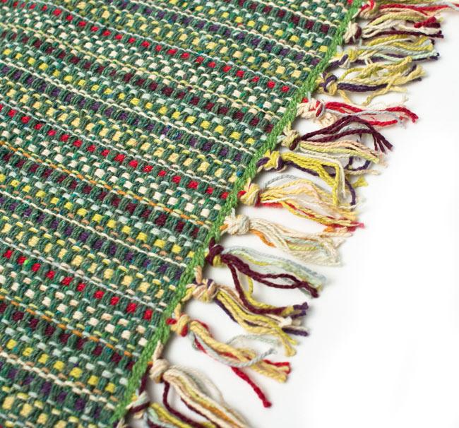 インドコットンの手織りラグマット【約65cm×約42cm】 - アンティークグリーンの写真2 - ラグのフリンジ部分を大きく撮影しました