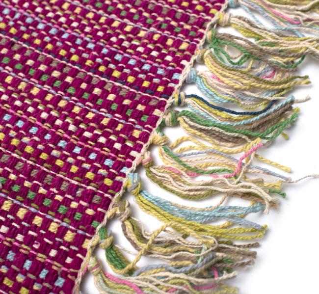 インドコットンの手織りラグマット【約100cm×約60cm】 - 赤紫の写真3 - フリンジ部分をもっと大きく撮影しました