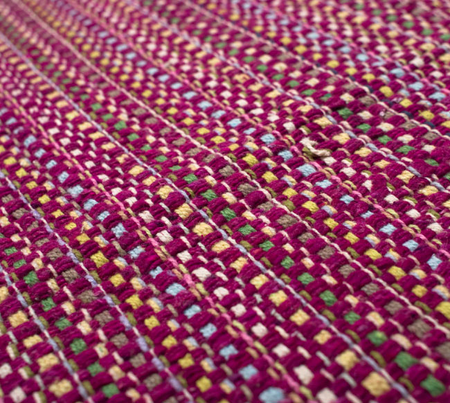 インドコットンの手織りラグマット【約100cm×約60cm】 - 赤紫の写真4 - ラグの表面を撮影しました