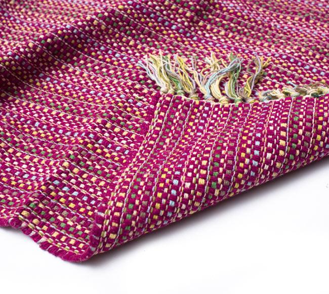 インドコットンの手織りラグマット【約100cm×約60cm】 - 赤紫の写真8 - 織って作っているラグですので、裏面は同じデザインです