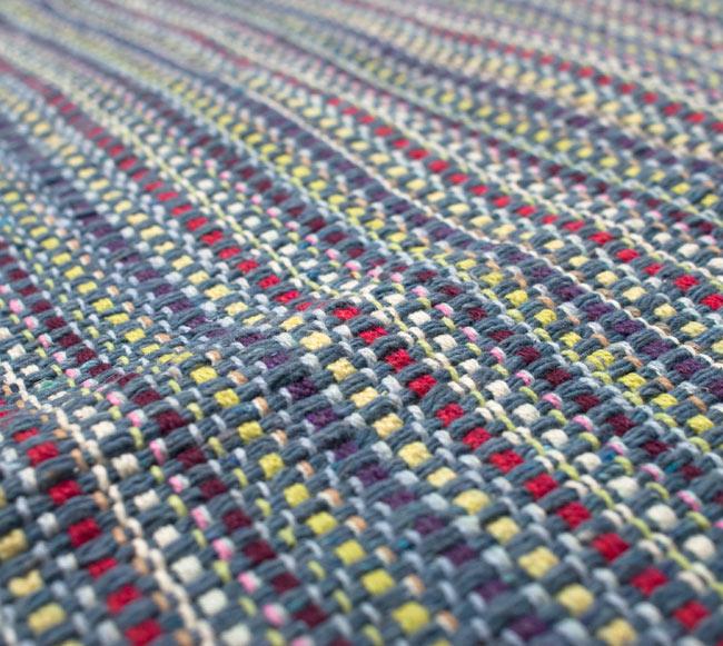 インドコットンの手織りラグマット【約100cm×約60cm】 - 灰色の写真4 - ラグの表面を撮影しました