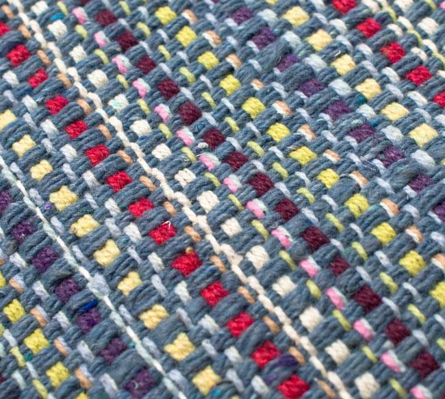 インドコットンの手織りラグマット【約100cm×約60cm】 - 灰色の写真5 - ラグの表面を別の角度から撮影しました