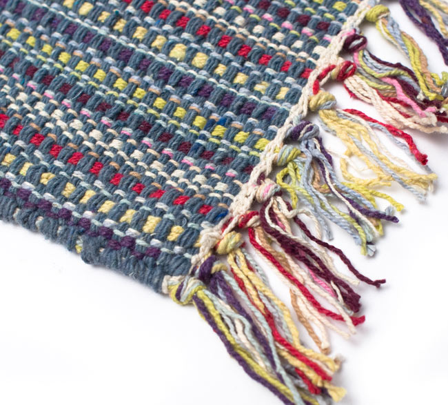 インドコットンの手織りラグマット【約100cm×約60cm】 - 灰色の写真6 - 端っこの方の拡大です