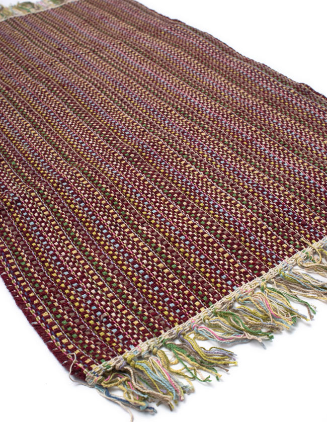 インドコットンの手織りラグマット【約100cm×約60cm】 - 茶色の写真2 - ラグのフリンジ部分を大きく撮影しました