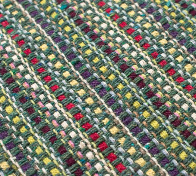 インドコットンの手織りラグマット【約100cm×約60cm】 - 薄緑の写真5 - ラグの表面を別の角度から撮影しました