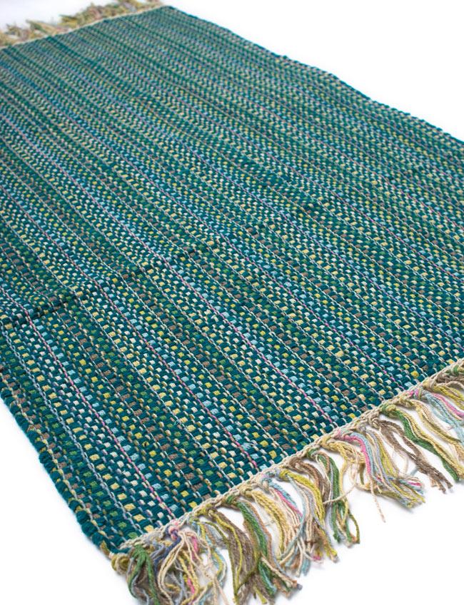 インドコットンの手織りラグマット【約100cm×約60cm】 - ターコイズグリーン の写真2 - ラグのフリンジ部分を大きく撮影しました