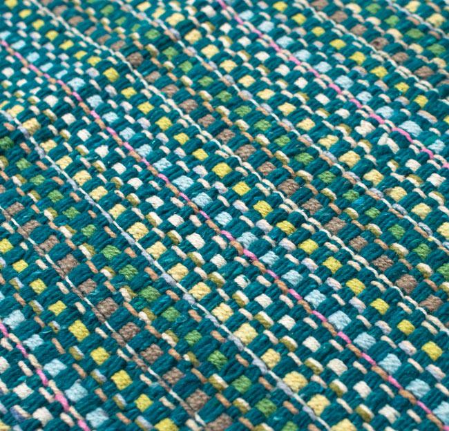 インドコットンの手織りラグマット【約100cm×約60cm】 - ターコイズグリーン の写真5 - ラグの表面を別の角度から撮影しました