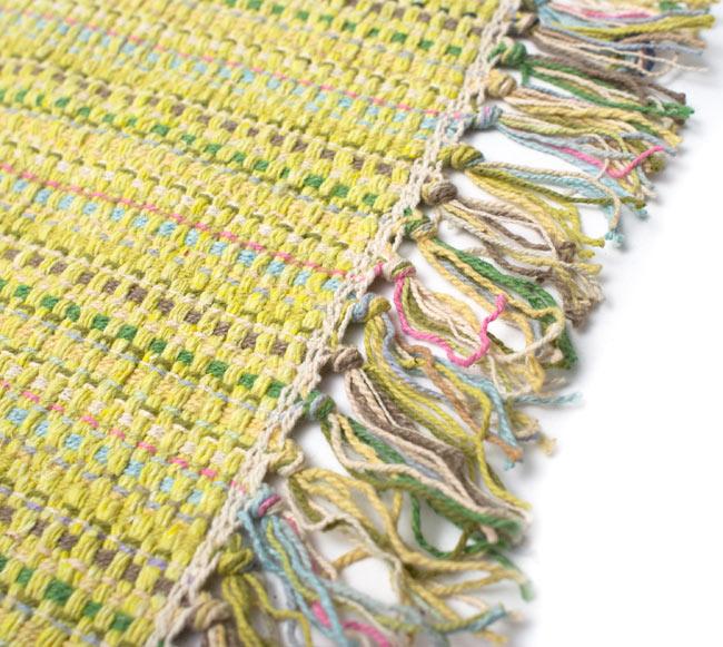 インドコットンの手織りラグマット【約100cm×約60cm】 - 淡黄色の写真3 - フリンジ部分をもっと大きく撮影しました