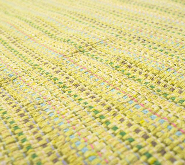 インドコットンの手織りラグマット【約100cm×約60cm】 - 淡黄色の写真4 - ラグの表面を撮影しました