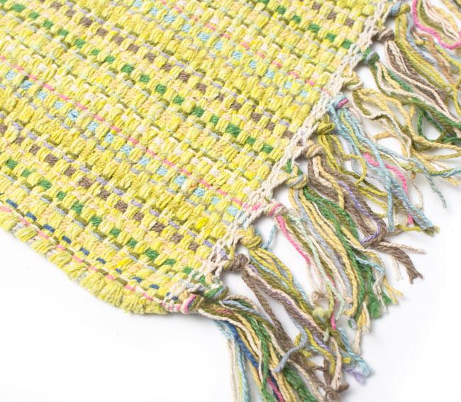 インドコットンの手織りラグマット【約100cm×約60cm】 - 淡黄色の写真6 - 端っこの方の拡大です