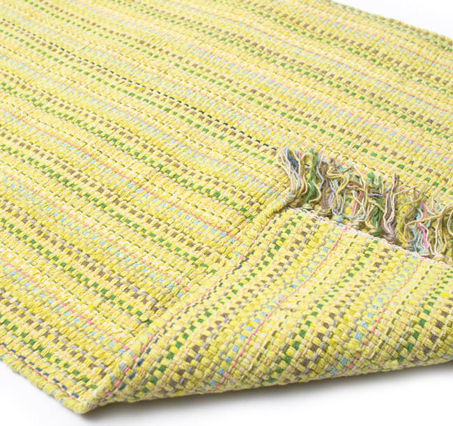 インドコットンの手織りラグマット【約100cm×約60cm】 - 淡黄色の写真8 - 織って作っているラグですので、裏面は同じデザインです
