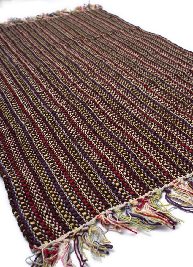 インドコットンの手織りラグマット【約100cm×約60cm】 - 濃茶色の写真2 - ラグのフリンジ部分を大きく撮影しました