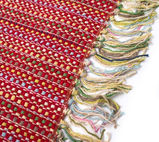 インドコットンの手織りラグマット【約100cm×約60cm】 - 赤の写真3 - フリンジ部分をもっと大きく撮影しました