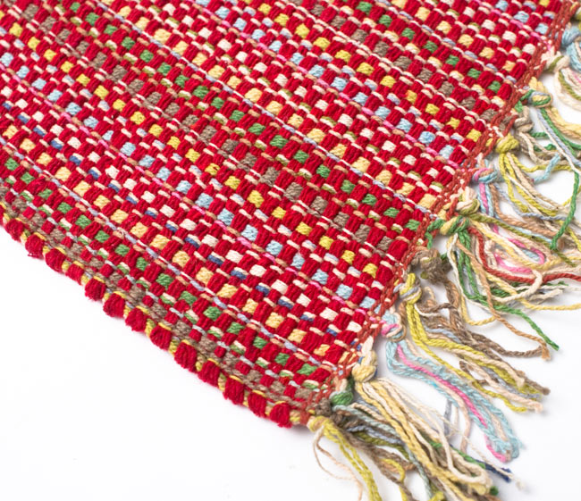 インドコットンの手織りラグマット【約100cm×約60cm】 - 赤の写真6 - 端っこの方の拡大です