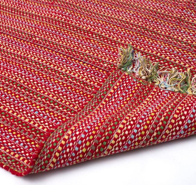 インドコットンの手織りラグマット【約100cm×約60cm】 - 赤の写真8 - 織って作っているラグですので、裏面は同じデザインです