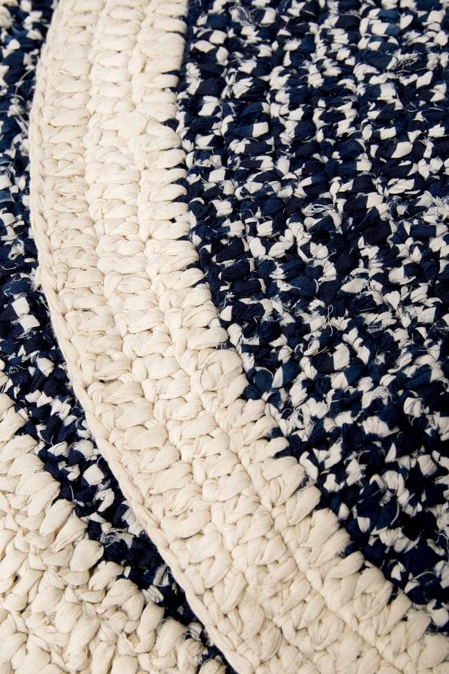 インドのコットン手織りラグマット まる型【ランダムパターン】の写真5 - 縫い目を拡大してみました。