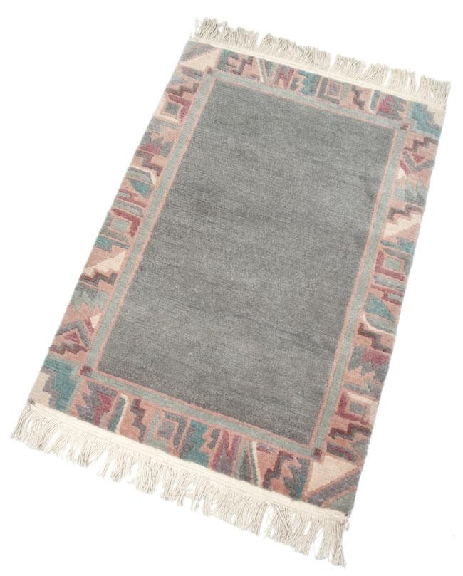 手織りのチベット絨毯【約60cm×約90cm】の写真