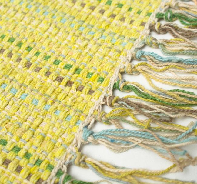 インドコットンの手織りラグマット【約65cm×約42cm】 - 淡黄色の写真3 - フリンジ部分をもっと大きく撮影しました