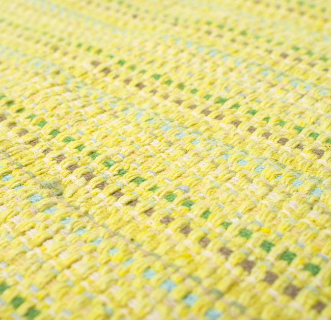 インドコットンの手織りラグマット【約65cm×約42cm】 - 淡黄色の写真4 - ラグの表面を撮影しました