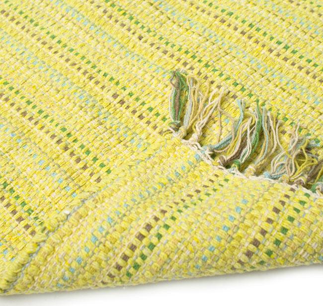 インドコットンの手織りラグマット【約65cm×約42cm】 - 淡黄色の写真7 - 織って作っているラグですので、裏面は同じ柄になります