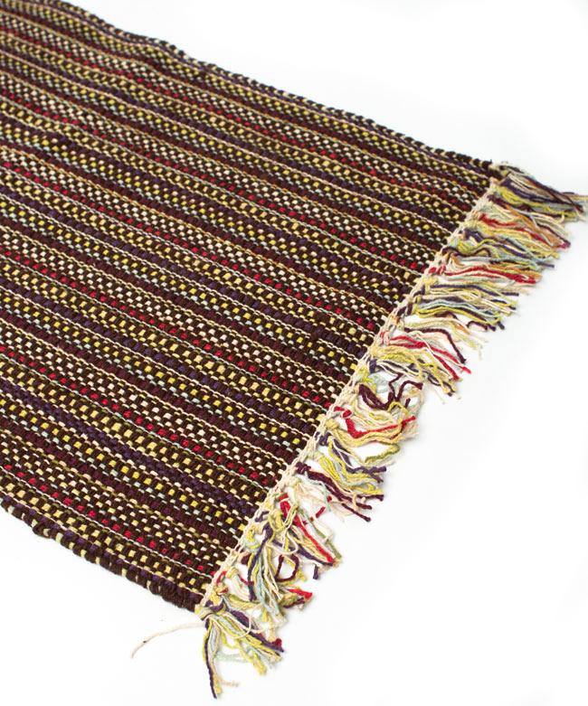 インドコットンの手織りラグマット【約65cm×約42cm】 - 濃茶色の写真2 - ラグのフリンジ部分を大きく撮影しました